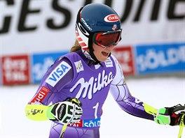 Mikaela Shiffrinová v cíli obřího slalomu v Söldenu.
