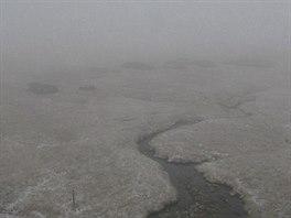 Sníh padal také v okolí krkonošské Luční boudy.