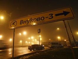 Na moskevském letišti Vnukovo se srazilo soukromé letadlo se sněžným pluhem