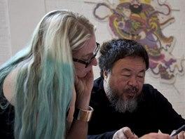 Aj Wej-wej a kurátorka výstavy v Alcatrazu Cheryl Haines
