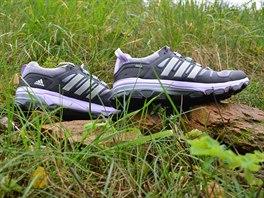 Pružné pogumování lemuje botu nad podrážkou a chrátní tak chodidlo před...