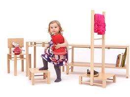 Nábytek  EP studia je vyrobený z kvalitního bukového dřeva a pružných překližek.
