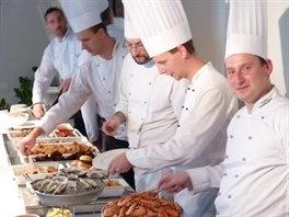 """Zatímco číšníci jsou během brunche obvykle v """"pozoru"""", hosté si naopak užívají..."""