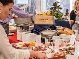Na brunch se chodí většinou s rodinou či s přáteli, protože jídlo je až na...