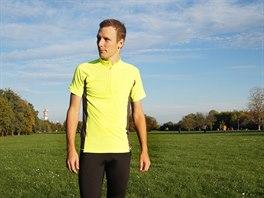 Nepřehlédnutelnou barvu trička umocňují reflexní prvky