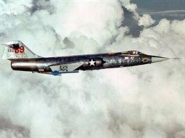 """""""Missile with a man in it"""", voln� p�elo�eno jako """"pilotovan� raketa"""", takovou..."""