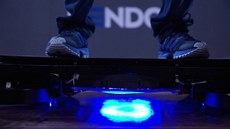 Vzná�ející �skateboard� existuje. V budoucnu má zvedat zbo�í i budovy