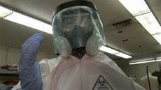 Halloweenský kostým ochranného obleku proti ebole