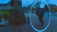 Kanadský st�elec Michael Zehaf-Bibeau b�í k budov� parlamentu v Ottaw�. (21....