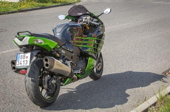 Kawasaki ZZR 1400 Performance Sport rozhodně není žádný prcek, váží 268 kg.
