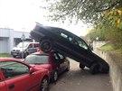 Kuriózní dopravní nehoda v ulici Ve Střešovičkách.