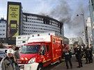 Požár zachvátil budovu, v níž v západní části Paříže sídlí francouzská...
