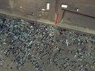 Stovky aut jsou na syrské straně hranic kolem hraničního přechodu, na který...