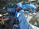 Avia sjela ze �ty�metrov�ho sr�zu do potoka, �idi� ale nebyl k nalezen�. (29....