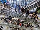 Na otevření obchodního centra Quadrio u stanice metra Národní třída nedočkavě...