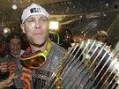 DIVOKÉ OSLAVY. Tim Hudson ze San Francisco Giants po triumfu ve Světové sérii.