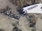 Trosky vesm�rn� lodi SpaceShip Two, kter� se z��tila v Mohavsk� pou�ti. (31. 10. 2014)