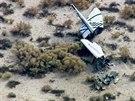 Trosky vesm�rn� lodi SpaceShip Two, kter� se z��tila v Mohavsk� pou�ti. (31....