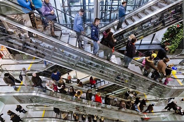 Na otev�ení obchodního centra Quadrio u stanice metra Národní t�ída nedo�kav�...
