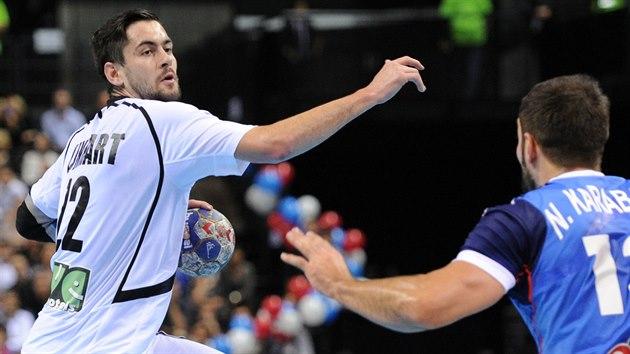 �eský házenká� Petr Linhart (�íslo 22) p�i zápase s Francií v Chambéry v...