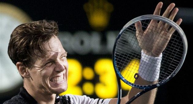 Tomá� Berdych se raduje z postupu do semifinále turnaje v Pa�í�i.