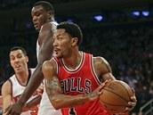 Derrick Rose z Chicaga v utkání proti New York Knicks.