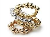 České klenotnictví Halada navrhuje i vlastní šperky. Novinkou jsou prsteny Halada Cosmos z bílého, žlutého a růžového zlata.