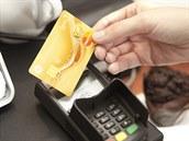 V p�ípad� ztráty karty okam�it� informujte banku a kartu zablokujte. Blokaci...