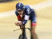 Rakouský cyklista Matthias Brändle b�hem své jízdy za rekordem v hodinovce.