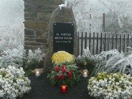 Pomníček obětem požáru v Měděnci