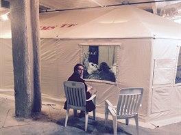 Kaci Hickoxová během pobytu v izolaci v Newarku.