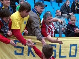 Aktéří duelu Varnsdorf - Třinec děkovali fanouškům obou týmů.