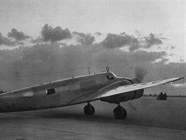 Letoun Lockheed Electra před odletem na Earhartové poslední cestu. Zadní okénko...