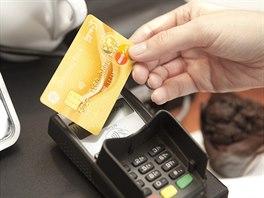V p��pad� ztr�ty karty okam�it� informujte banku a kartu zablokujte. Blokaci...
