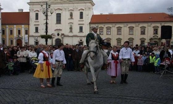 Do Uherského Hradiště přiveze mladé víno sv. Martin s místní chasou