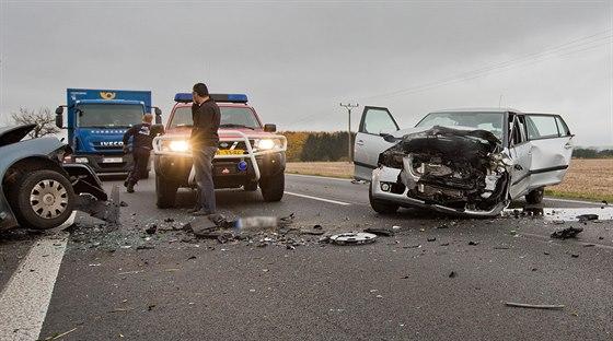 Dopravní nehoda zablokovala silnici číslo I/33 za Hradcem Králové směrem na Jaroměř. (6. 11. 2014)