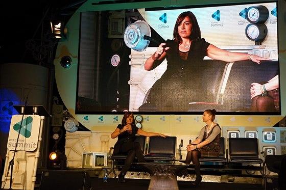 Ředitelka společnosti Equinox Sarah Robb O´Hagan diskutuje o budoucnosti chytrých fitness doplňků.