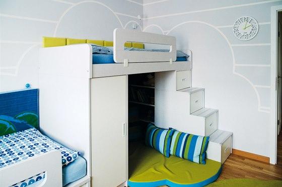 Sestavu postelí s úložným prostorem tvoří španělský nábytek Rimobel. Vznikl
