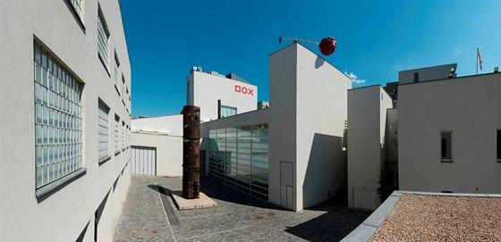 Cena Award for Excellence pat�� Centru sou�asn�ho um�n�, architektury a designu DOX v Praze.