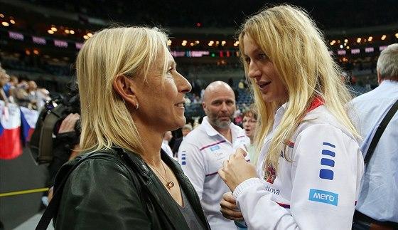 Tenisová legenda Martina Navrátilová (vlevo) se zdraví s Petrou Kvitovou na finále Fed Cupu.