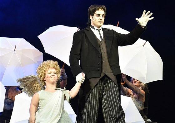 V�clav Noid B�rta je v muzik�lu Addams Family t�m�� k nepozn�n�