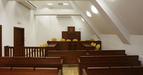 Spodní místnost slouží jako tréninková soudní síň.