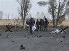 Trosky automobilu, který na předměstí Mariupolu zničila exploze (2. listopadu 2014)