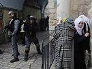 Zásah izraelské policie proti palestinským výtržníkům v Jeruzalémě (5. listopadu 2014)
