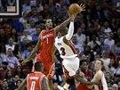 Dwyane Wade z Miami narazil na tvrdou obranu Houstonu.