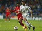 KDO JE VĚTŠÍ RYCHLÍK? Cristiano Ronaldo (vpravo) a  Raheem Sterling.