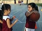 Dívky hrají basketbal v Saúdské Arábii (12. května 2014).