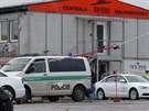 Taxik�� si v are�lu firmy �patn� zabrzdil sv� auto, to ho srazilo (6.11.2014)