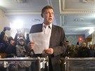 Jeden z vůdců východoukrajinských separatistů Alexander Zacharčenko odevzdává v Doněcku svůj hlas (2. listopadu 2014).