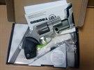Zbraň ze zadržené zásilky.